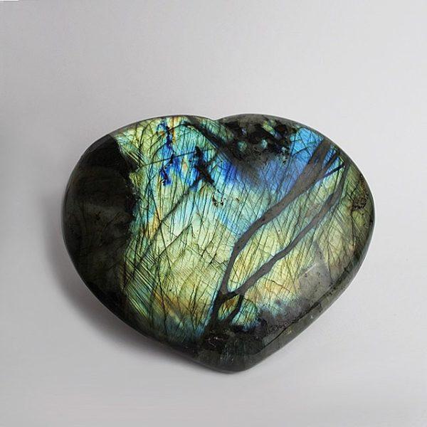 a photo of a labradorite heart